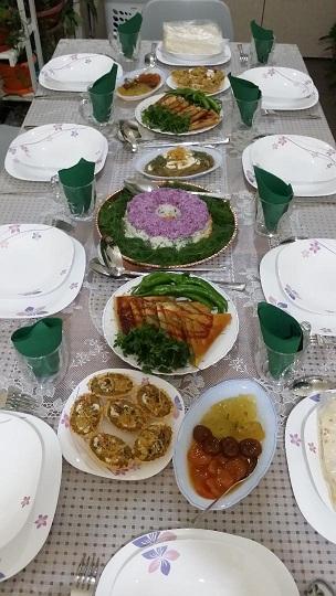 [تصویر: میز های مهمونی ما(همراه با اسم غذاها)]