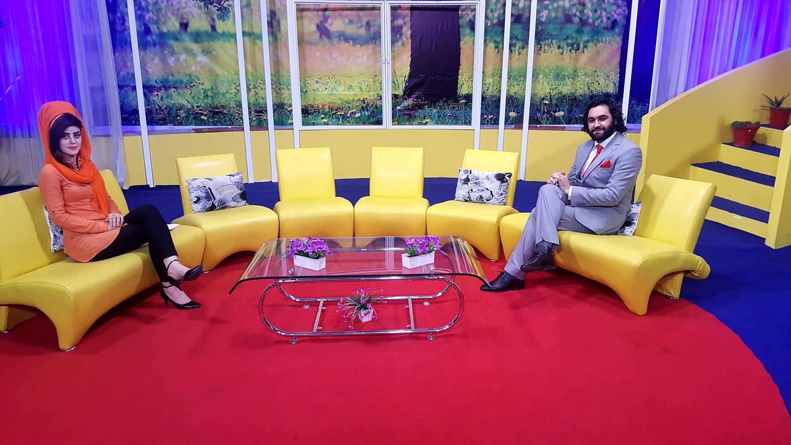 تصاویر از جریان صحبت ها و شعر خوانی احمد محمود امپراطور  در برنامه صبحگاهی سباوون تلویزیون جهانی افغانستان. چهارشنبه 26 سرطان 1398 خورشیدی هفدهم جولای 2019 ترسایی