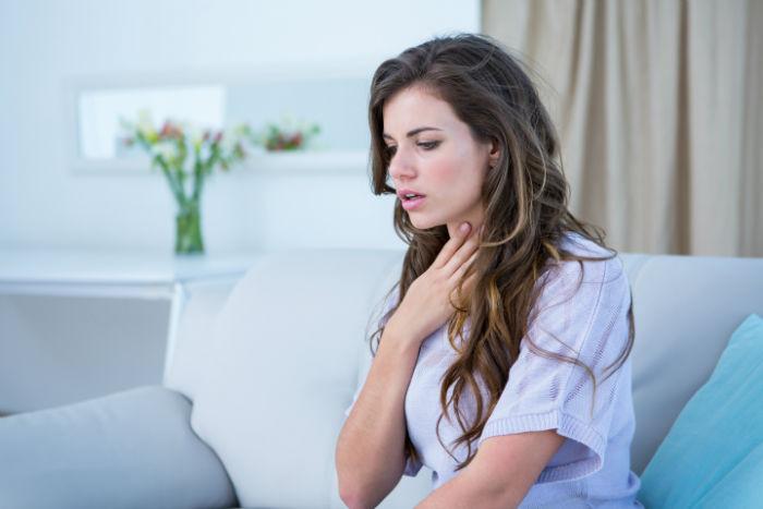 چطور گلو درد ناشی از سرماخوردگی خود را در منزل درمان کنیم؟