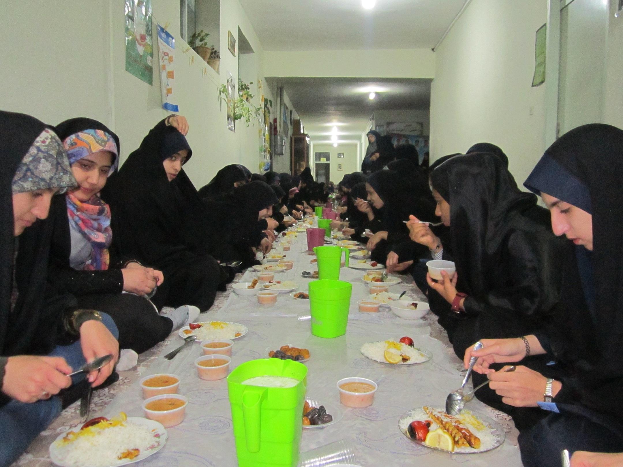 ضیافت ماه مبارک رمضان ،افطاری مدارس صدرای ولایت زرین شهر