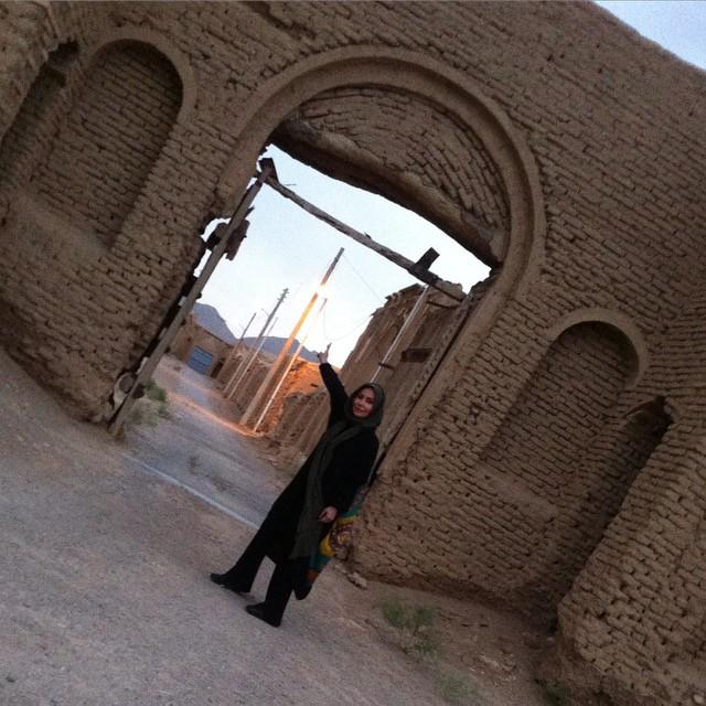 عکس پرستو صالحی در روستای گنج آباد