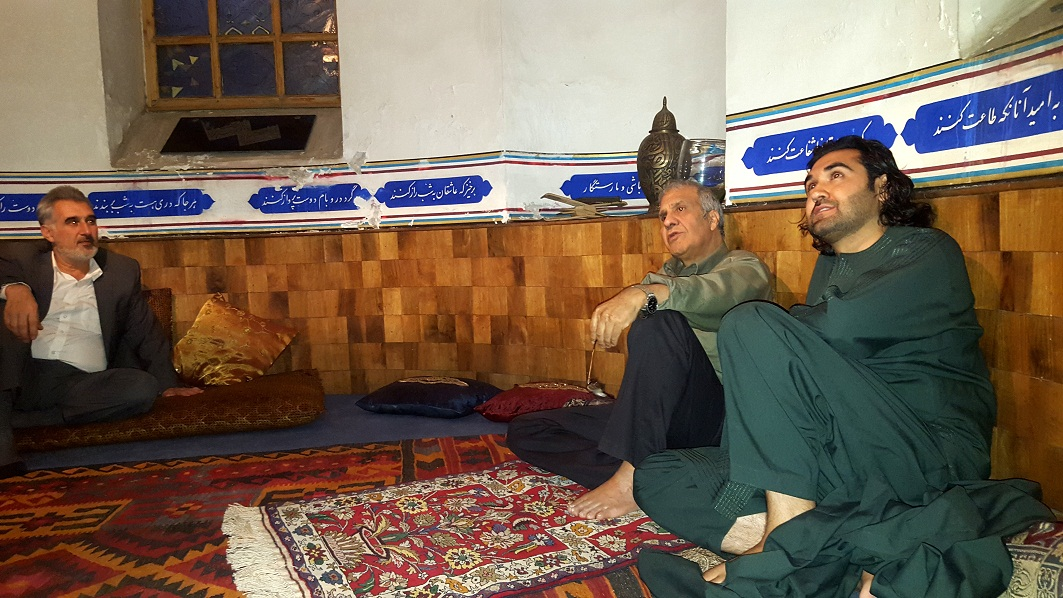 خانقاه استاد خليل الله خليل در تصوير احمد محمود امپراطور و محترم مسعود خليلي شهر کابل