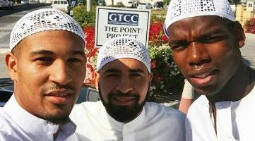 y8r9_pogba_a_di_masjid.jpg