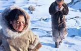 فیلمها و برنامه های تلویزیونی روی طاقچه ذهن کودکی - صفحة 13 Yr3a_the_snow_walker(2003).15_thumb