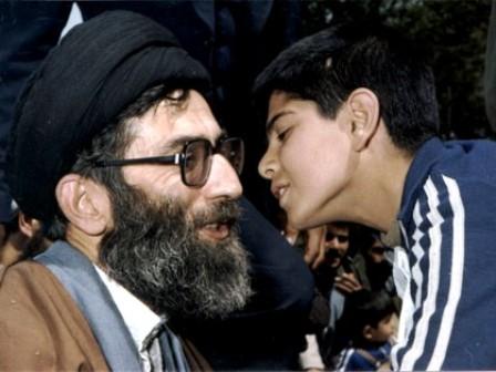 دانش اموزان باید در طراز انقلاب اسلامی تربیت شوند