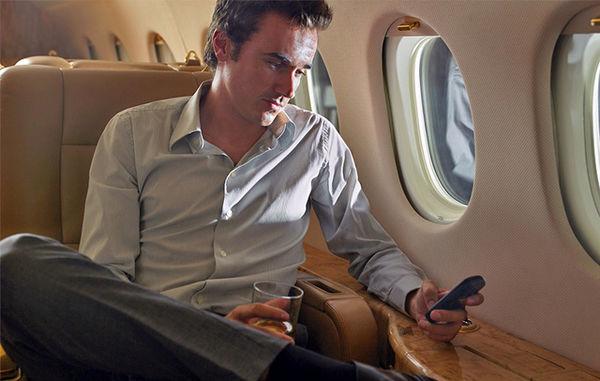 دلیل خاموش کردن موبایل در هواپیما چیست ؟