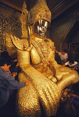 مجسمه طلا